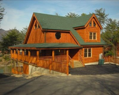 'Bear Creek Theater'-Discounted 20% Year Round-(6)BR-(6.5)BA -12 Seat Theater - Pigeon Forge
