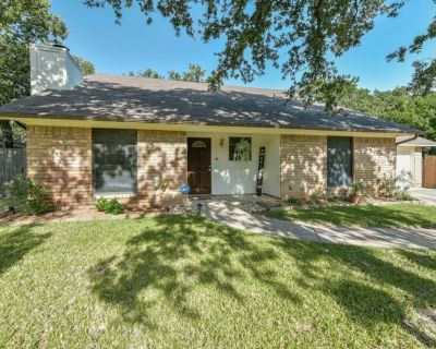 HIGH VAULTED CEILINGS, LARGE ROOMS in NORTH RICHLAND HILLS