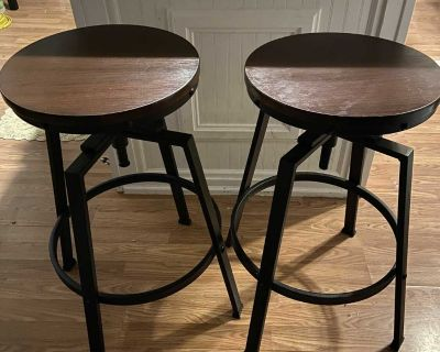 Adjustable counter bar stool