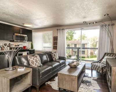 H-3 2 KING BEDS! Awesome Location. WIFI lock. - West Plaza