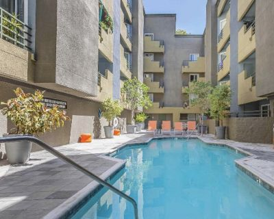 Furnished One Bedroom in Hollywood at Runyon Canyon with Excellent Views - Hollywood