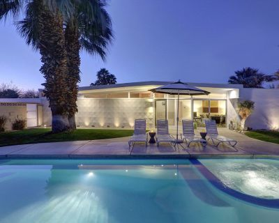 Gorgeous Wexler Design home w/ beautiful pool, spa, firepit & pool table! - Palm Springs