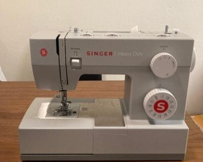 Almost New SINGER 4423 Sewing Machine, Grey
