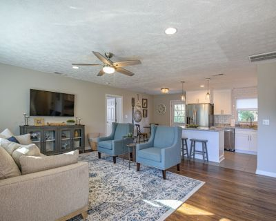 Clean & Close to Kennestone Hospital 4 Bedroom Property In Marietta - Addison Heights