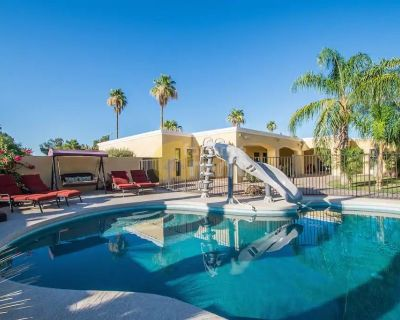Large Luxury 4 Bedroom House – Includes Heated Pool, Jacuzzi – Scottsdale