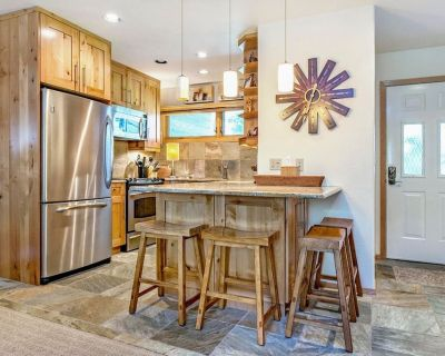 Vail - Beautifully remodeled 2BR/2Bath - on Bus route to Vail village - Vail