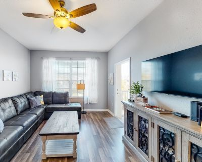 Fun, Family-Friendly Condo w/ Free WiFi, Central A/C, a Shared Pool, & Gym - Windsor Hills