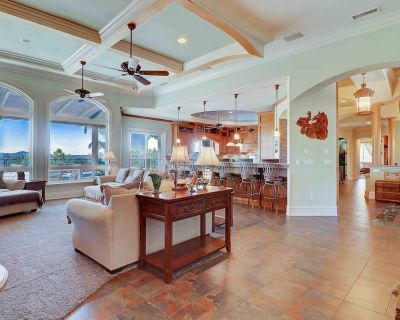 1 STORY ARTISTIC MASTERPIECE W/ AMAZING VIEWS! GORGEOUS POOL W/SAFETY FENCE OPT. - East Canyon