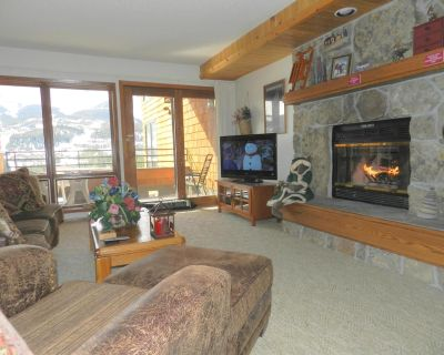 Indoor Private Hot Tub, Wood Fireplace, 2BR,2BA Great Views! Sleeps 7 - Big Sky Mountain Village
