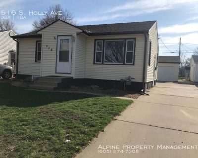 COMING SOON - 3 Bed/1 Bath House with a 3 Car Garage!