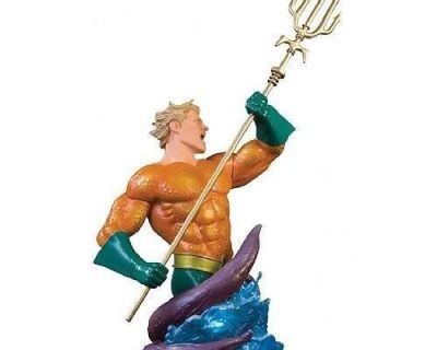 Heroes of The DC Universe: Aquaman Bust (Signed)