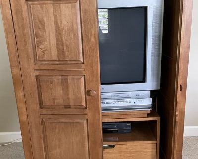 Solid maple entertainment center with 1 drawer