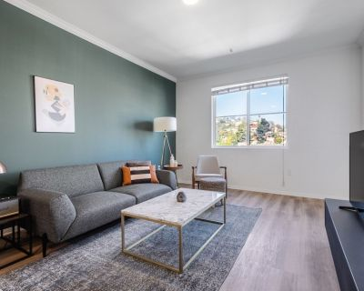 Crisp Hollywood 1BR, Gym + Pool near Chinese Theater, by Blueground - Hollywood
