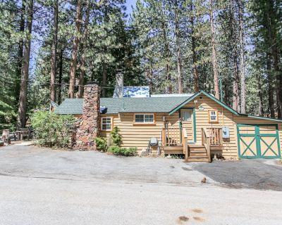 Moonridge Cottage - FREE Bike/Kayak Rental! - 1BR/1BA/Vintage Log Cabin/WiFi/Close to Ski - Moonridge