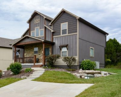 Hot Tub, Large Dining Table, Pool table, kayaks, near lake, game and bunk rooms - Hollister