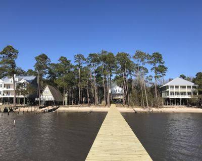 3 Bedroom/3 Bath Family Friendly Cottage With Wharf on Mobile Bay - Fairhope