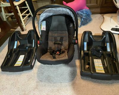Graco Click Connect w two bases