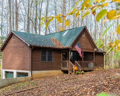 Harpers Ferry Cabin w Deck/Grill, Game Room, WiFi! - Kabletown