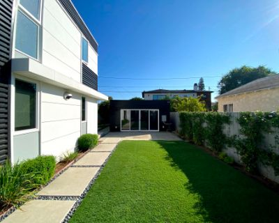 Open Modern Outdoor Space - Shaded or Uncovered, Large Putting Green, Culver City, CA
