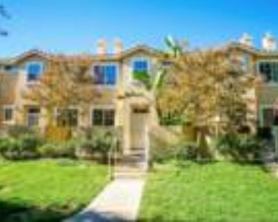 Move In Ready Town-home in Stevenson Ranch!
