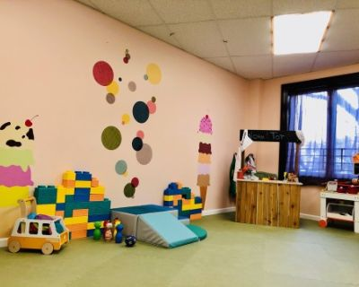 Unique Co-Working & Play-Care Space in Queens, Ready to Host your next Event, Gathering, Workshop, Meeting, Presentation (Childcare For Up To 6 Kids 3-7yrs old Included), Rego Park, NY