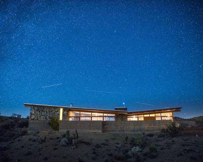 Jackrabbit Wash - a modern architecture w/ Pool in Joshua Tree - Yucca Valley