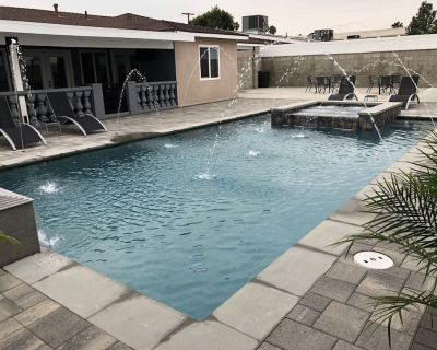 Beautiful One of a kind Home with Pool & Jacuzzi!! - Los Angeles
