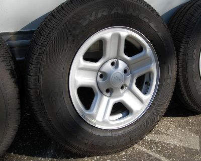 Brand New Jeep Tire And Wheel Combo/goodyear Wrangler St 225/75 16 104s/factory!