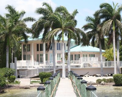 4/3 Oceanfront Pool Home with Great Boating - Summerland Key