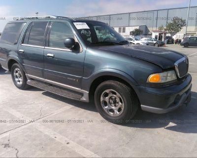Salvage Green 2000 Lincoln Navigator