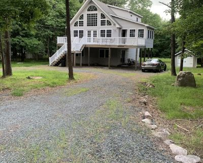 NEW! Hidden Woods Chalet on Lake Towamensing 0.5 miles away - Albrightsville