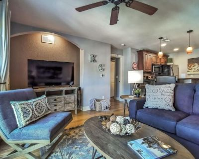 S-305 Plaza 1BR-Luxury & Comfort Await! King Bed! Awesome Location. Fiber WI - Plaza Westport
