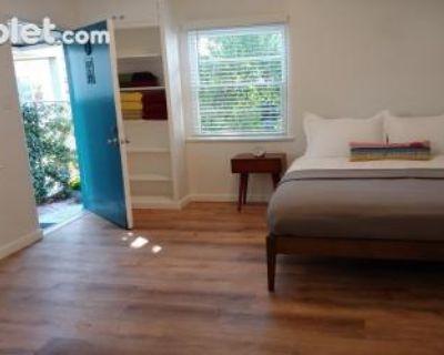 10th Street Los Angeles, CA 90401 Apartment Rental
