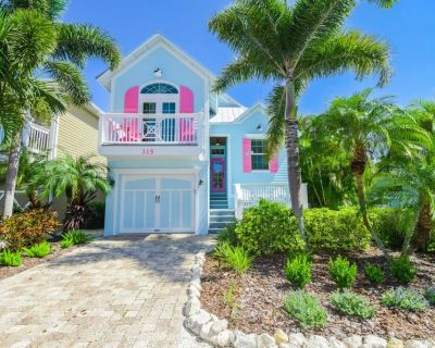Key Largo Cottage - Private Heated Pool with Swim-Up Table! 5 Min Walk to Beach! - Holmes Beach