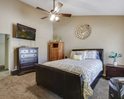 Dog Friendly, Comm. Pool, Patio w/ Grill, 3 Suites, 2 Miles to Arizona St Univ - Free Golf & More - Tempe