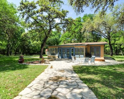 Relax among the oaks! Watch deer and wildlife meander by! Make new memories! - Oakland Estates