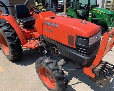 2011 KUBOTA L3400 Tractors