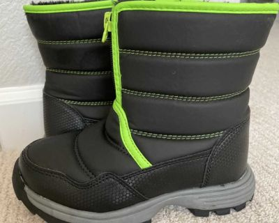 Toddler Boy Snow Boots (size 12)
