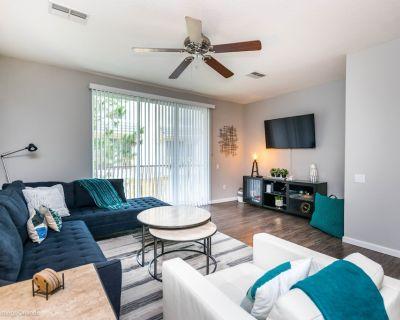 Newly Renovated 3bd/3.5ba Town-home at Vista Cay Resort! - Orlando