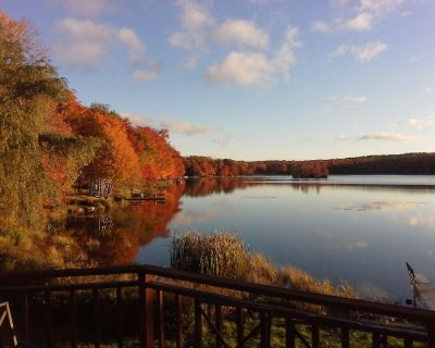 Lake Front W/ Unforgettable Views. Hot Tub, Fireplace, Pool Table, Boat On Site - Gouldsboro