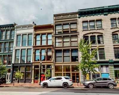 Iconic Buildings in the Bourbon District & Museum Row