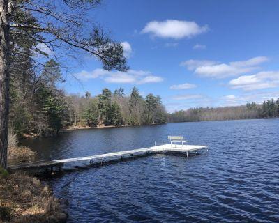 Peaceful Private Lakefront 2kayaks 2 sups fishing boat PETS 3BR 2BA Lake home - Eagle River