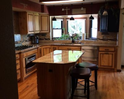 Beautiful Centrally Located 5 Acre Home 5 Bd-4 Bath-quick Access To I-25 - Mead