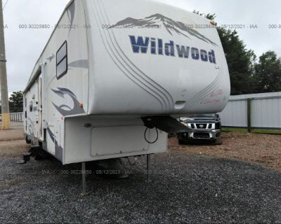 Salvage Silver 2010 Forestriver 30ft Wildwood
