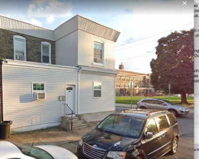 15 mins to Downtown, Sleeps 8, With TV and WIFI