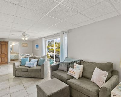 Welcome to Island Breeze #8! This beautifully renovated condo is the perfect spot for a beach vacation. - South Island