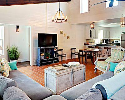 LP11: Beach House on Stilts, Ocean View from Deck, Large Master Suite, Keurig Coffee Maker - Port Aransas