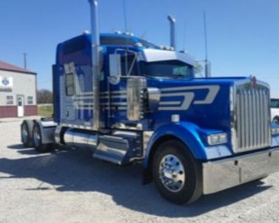2018 KENWORTH W900L Sleeper Trucks Truck