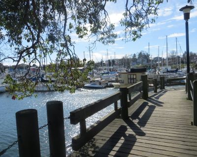 Beautiful 1 or 2 Bedroom Suite in Victorian Home - close to the water - Victoria West