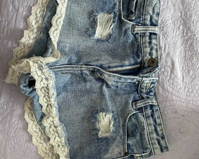 forever 21 lace trim shorts size: 0 (xsmall)
